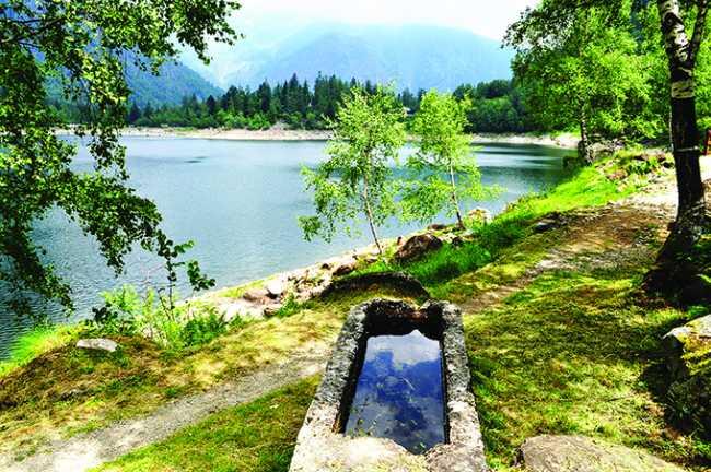 abbeveratoio con vista lago antrona